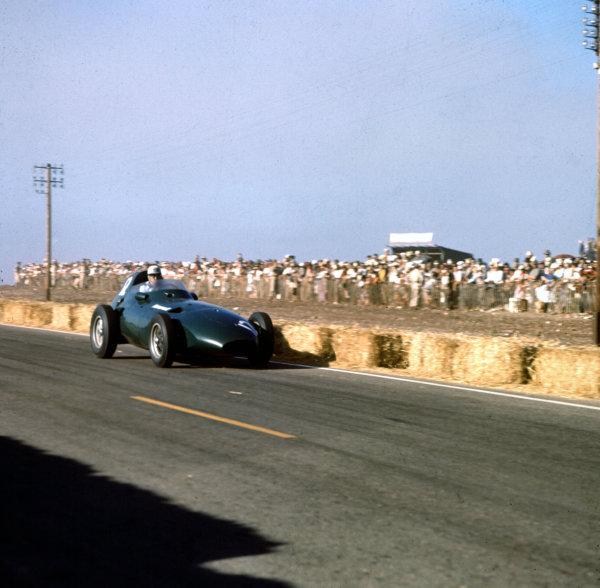 1958 Moroccan Grand Prix.Ain-Diab, Casablanca, Morocco.17-19 October 1958.Stuart Lewis-Evans (Vanwall VW4) before his fatal accident.Ref-3/0136.World Copyright - LAT Photographic
