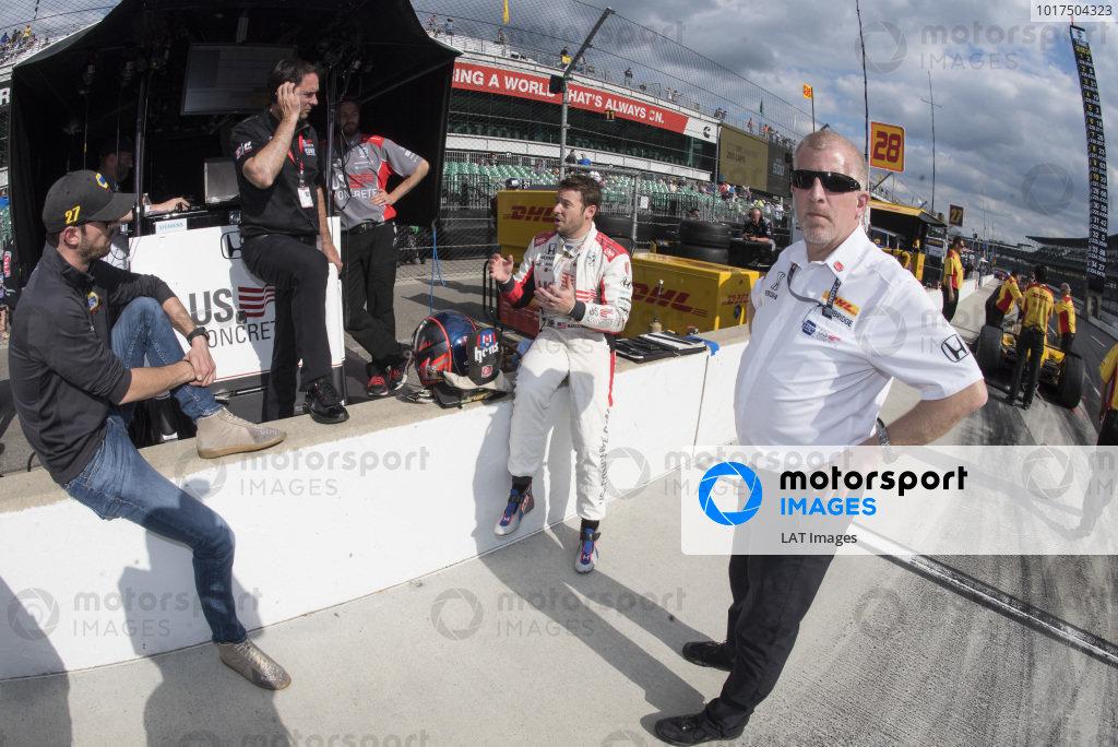 Marco Andretti, Andretti Herta with Marco & Curb-Agajanian Honda talks to Alexander Rossi, Andretti Autosport Honda, Bryan Herta and Rob Edwards