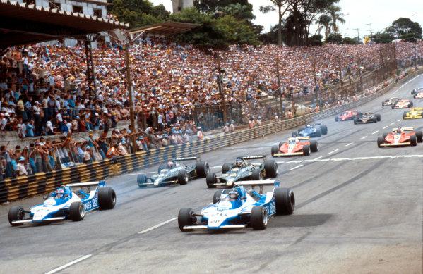 1979 Brazilian Grand Prix.Interlagos, Sao Paulo, Brazil.2-4 February 1979.Jacques Laffite and Patrick Depailler (both Ligier JS11 Ford's) lead Carlos Reutemann, Mario Andretti (both Lotus 79 Ford's), Jody Scheckter and Gilles Villeneuve (both Ferrari 312T3's) at the start.Ref-79 BRA 02.World Copyright - LAT Photographic
