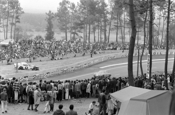 Fans watch as Jean-Claude Parot / Jacques Dechaumel, Jacques Dechaumel, Porsche 911 S, passes.