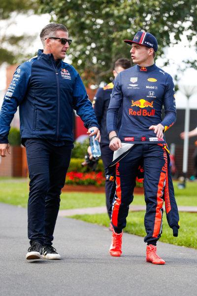 Max Verstappen, Red Bull Racing, talking to team member