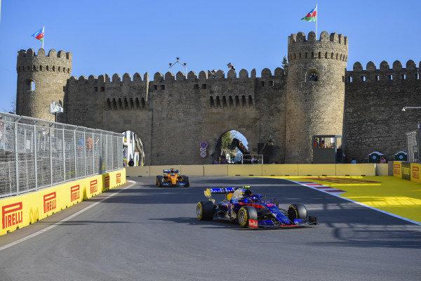 Alexander Albon, Toro Rosso STR14, leads Carlos Sainz Jr., McLaren MCL34