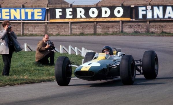Jim Clark (GBR) Lotus Climax 25b, crashed out of the race on lap 48.Aintree 200, Aintree, England, 18 April 1964.