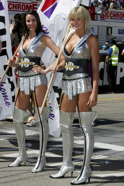 The girls were out in force at the Clipsal 500 the opening round of the V8 championship on the streets of Adelaide.Australian V8 Supercars, Rd1, Clipsal 500, Adelaide, Australia, 19-20 March 2005.DIGITAL IMAGE
