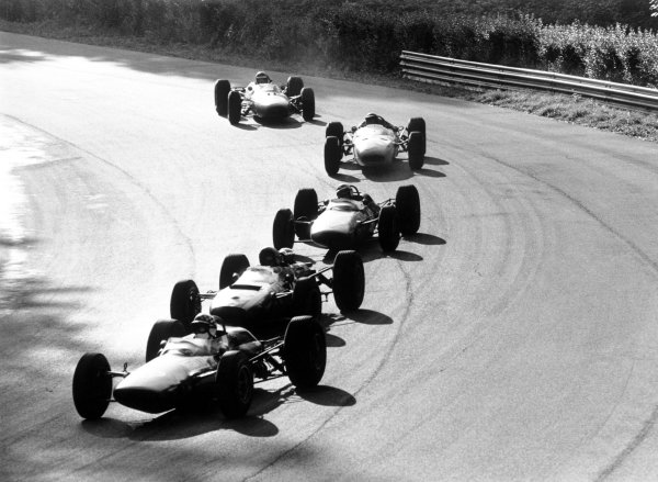 1965 Italian Grand Prix.Monza, Italy. 12 September 1965.Innes Ireland, Lotus 33-BRM, 9th position, leads a group of cars, action.World Copyright: LAT PhotographicRef: L65/466/29A