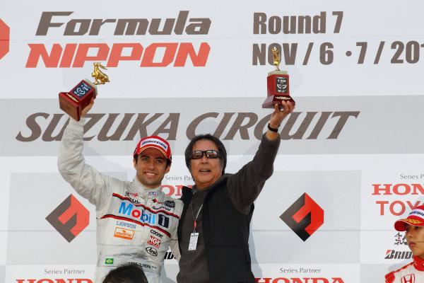 Rd 7 Suzuka, Japan. 6th - 7th November 2010.Race2, Winner Joao Paulo de Oliveira ( #19 Mobil1 TEAM IMPUL ) with team Director Kazuyoshi Hoshino, podium.World Copyright: Yasushi Ishihara/LAT Photographic.Ref: 2010FN_R7_018.
