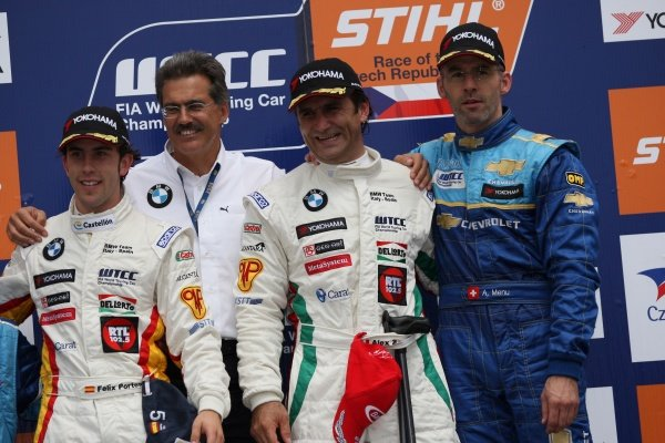 Félix Porteiro (ESP) BMW with Dr Mario Theissen (GER) BMW Sauber F1 Team Principal, Alex Zanardi (ITA) BMW and Alain Menu (SUI) Chevrolet on the podium