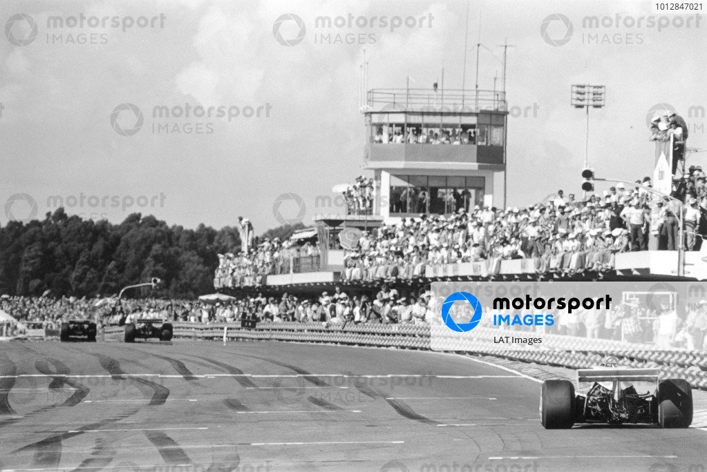 1977 Argentinian Grand Prix.Buenos Aires, Argentina. 9 January 1977.Ref-9399 #5.World Copyright - LAT Photographic