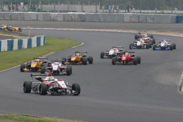 2016 Japanese Formula 3 Championship Okayama, Japan.  28th- 29th May 2016. Rd 5 & 6. Rd.5 Start of the race action World Copyright: Yasushi Ishihara/LAT Photographic ref: Digital Image 2016JF3_Rd5&6_001