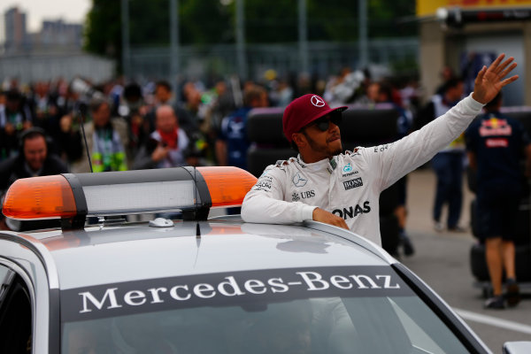 Circuit Gilles Villeneuve, Montreal, Canada. Saturday 11 June 2016. Pole man Lewis Hamilton, Mercedes AMG, gets a lift in the medical car. World Copyright: Andy Hone/LAT Photographic ref: Digital Image _ONZ0622