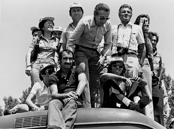 Monza, Italy.8-10 September 1972.Clay Regazzoni likes to spectate where ever possible, portrait. World Copyright: LAT Photographic.Ref:  B/W Print.
