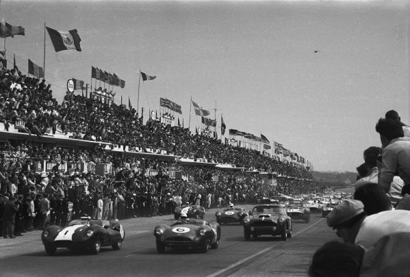 1959 Le Mans 24 hours. Le Mans, France. 20th - 21st June 1959. Start of the race, action. World Copyright: LAT Photographic.  Ref:  580 - 24.