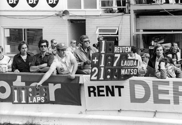 Ferrari hold out a pit board for race winner Carlos Reutemann (ARG), with his team mate Gilles Villeneuve (CDN) watching on (Right) with Peter Windsor (GBR) Journalist.British Grand Prix, Rd 10, Brands Hatch, England, 16 July 1978.