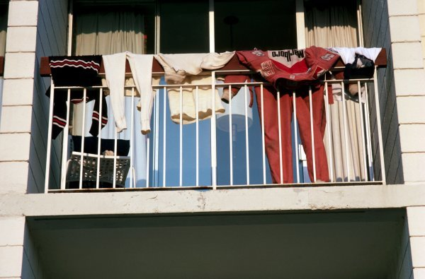 Niki Lauda (AUT) Ferrari leaves his overalls on the apartment balcony to dry. Canadian Grand Prix, Rd14, Mosport Park, Canada, 3 October 1976. BEST IMAGE