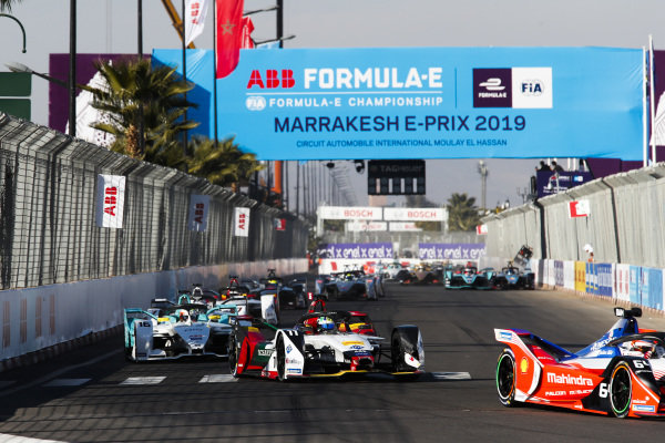 Jérôme d'Ambrosio (BEL), Mahindra Racing, M5 Electro, leads Lucas Di Grassi (BRA), Audi Sport ABT Schaeffler, Audi e-tron FE05, Oliver Turvey (GBR), NIO Formula E Team, NIO Sport 004, and the rest of the field
