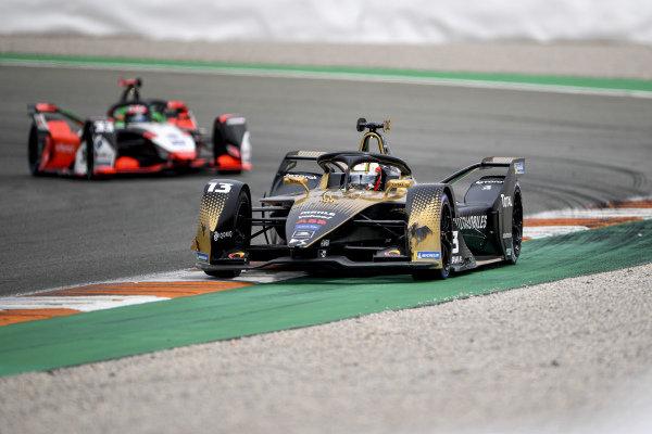Antonio Felix da Costa (PRT), DS Techeetah, DS E-Tense FE21, leads Rene Rast (DEU), Audi Sport ABT Schaeffler, Audi e-tron FE07