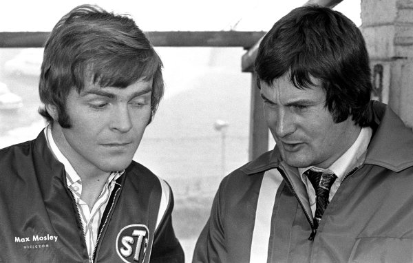 1972 World Championship Victory Race.Brands Hatch, England. 21-22 October 1972.Max Mosley and Robin Herd of March Engineering have a discussion in the pits. Ref-72 4322/28A.World Copyright - LAT Photographic