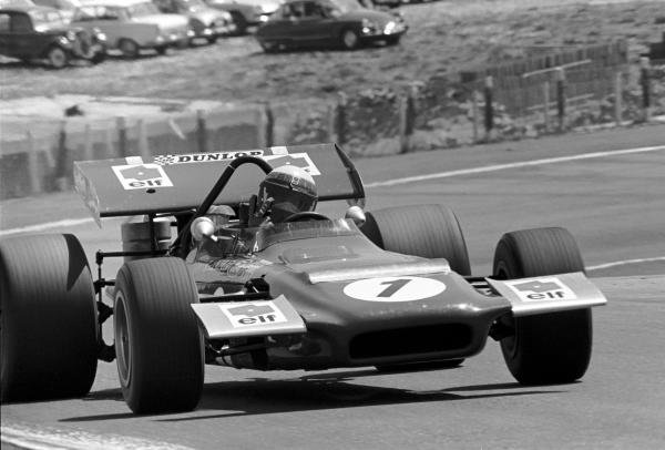 Jackie Stewart(GBR) March 701 flicks  a 'V' sign at David Phipps on his way to victory. It was the first GOP victory for March Spanish GP, Jarama, 19 April 1970