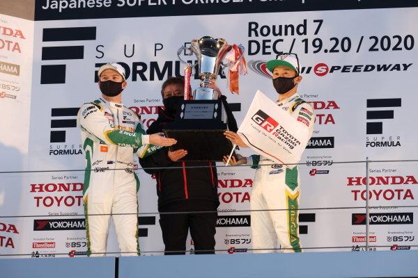 2020 Teams' Champions VANTELIN TEAM TOM'S celebrate on the podium. Drivers Nick Cassidy and Kazuki Nakajima help raise the trophy