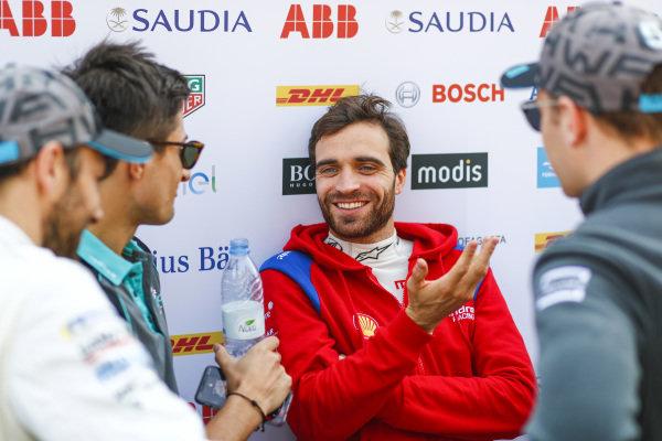 Jérôme d'Ambrosio (BEL), Mahindra Racing, talks to Mitch Evans (NZL), Panasonic Jaguar Racing, Gary Paffett (GBR), HWA Racelab, and Stoffel Vandoorne (BEL), HWA Racelab