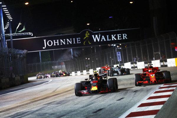 Max Verstappen, Red Bull Racing RB14, battles with Sebastian Vettel, Ferrari SF71H, at the start of the race