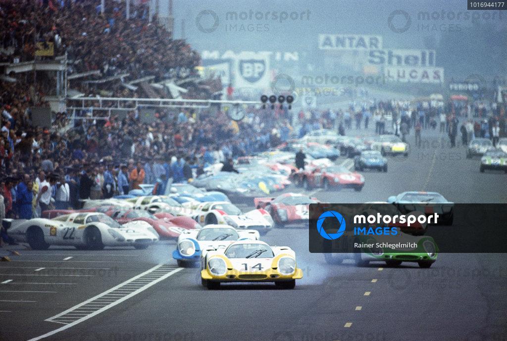 Rolf Stommelen / Kurt Ahrens, Jr., Porsche System Engineering, Porsche 917 LH, leads the field at the start.