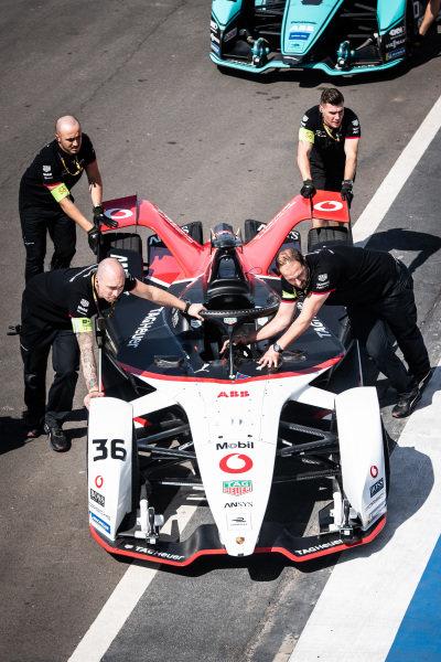 Mechanics push the Andre Lotterer (DEU), Tag Heuer Porsche, Porsche 99x Electric through the pit lane