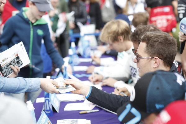 Stoffel Vandoorne (BEL), Mercedes Benz EQ signs autographs