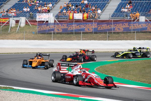 Robert Shwartzman (RUS, PREMA Racing) and Alexander Peroni (AUS, Campos Racing)