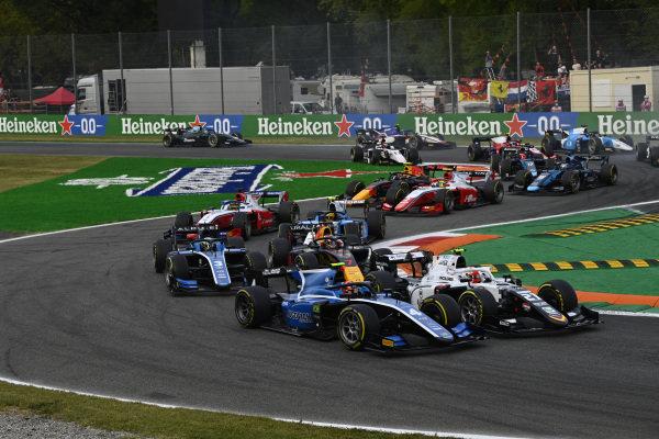 Felipe Drugovich (BRA, Uni-Virtuosi), battles with Ralph Boschung (CHE, Campos Racing)