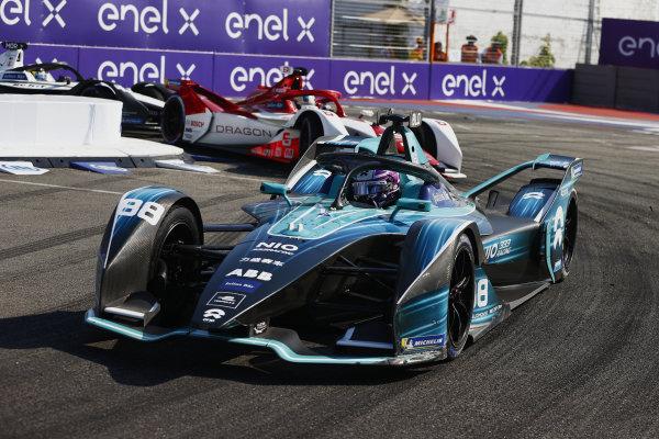 Tom Blomqvist (GBR), NIO 333, NIO 333 001, leads Joel Eriksson (SWE), Dragon Penske Autosport, Penske EV-5
