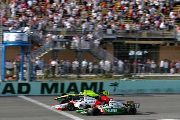 Sam Hornish Jr. (USA), Marlboro Team Penske Dallara Toyota, beats Tony Kanaan (BRA), Andretti Green Racing Dallara Honda, and Vitor Meira (BRA), Rahal Letterman Racing Panoz Honda, to the line in the Toyota Indy 300.IRL IndyCar Series, Rd1, Toyota Indy 300, Homestead Miami Speedway, Homestead, Florida, 5-6 March 2005.DIGITAL IMAGE