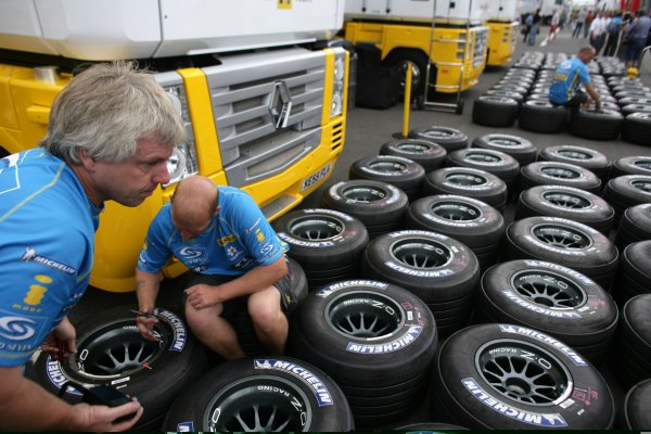 2006 Hungarian Grand Prix - Thursday PreviewHungaroring, Budapest, Hungary. 3rd - 6th August.Renault mechanics prepare their weekend's supply of Michelin tyres.World Copyright: Charles Coates/LAT Photographicref: Digital Image ZK5Y2696