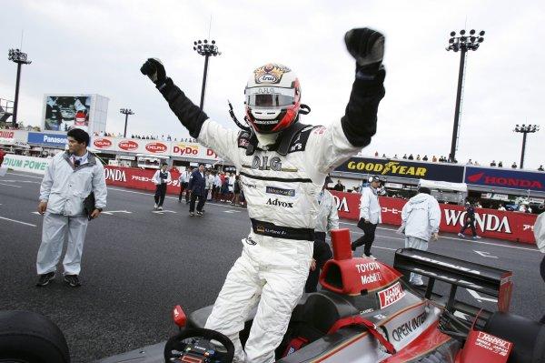 2006 Formula Nippon ChampionshipTwin-Ring Motegi, Japan. 28th May 2006Race winner Andre Lotterer (DHG Tom's) 1st position, celebrates.World Copyright: Yasushi Ishihara/LAT Photographicref: Digital Image 2006FN_R3_006