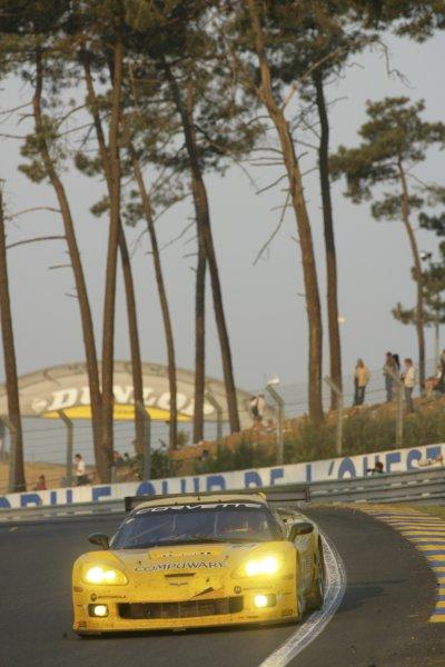 2006 Le Mans 24 Hours, Le Mans, France.14th - 18th June. O Gavin (GBR)/ O Beretta (MCO)/ J Magnussen (DNK), Corvette Racing, Corvette C6-R. Sunrise, Action .World Copyright: Andrew Ferarro/LAT PhotographicRef: Digital Image Only ZP9O1372