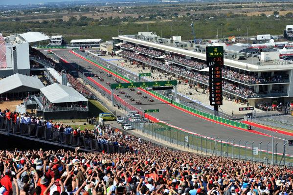 Sebastian Vettel (GER) Red Bull Racing RB9 leads at the start of the race. Formula One World Championship, Rd18, United States Grand Prix, Race, Austin, Texas, USA, Sunday 17 November 2013.