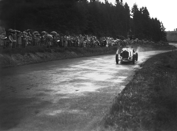 Nurburgring, Germany. 19th July 1931. Rudolf Caracciola (Mercedes-Benz SSKL) and his mechanic,Wilhelm Sebastian, 1st position, action.  World Copyright: LAT Photographic. Ref:  Autocar Glass Plate B6823
