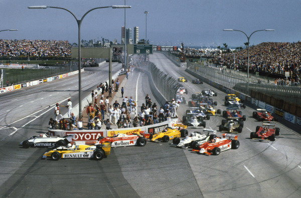 Long Beach, California, USA. 28-30 March 1980. Nelson Piquet (Brabham BT49-Ford Cosworth) leads Rene Arnoux (Renault RE20), Patrick Depailler (Alfa Romeo 179B), Jan Lammers (ATS D4-Ford Cosworth), Alan Jones (Williams FW07B-Ford Cosworth), Bruno Giacomelli (Alfa Romeo 179B) and the rest of the field at the start. World Copyright: LAT Photographic. Ref: 80LB08