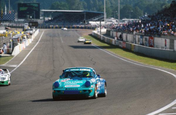 1994 Le Mans 24 Hours. Le Mans, France. 18th - 19th June 1994. Franz Konrad/Ant?nio Hermann/Bernd Netzeband (Porsche 911 Turbo), retired, action.  World Copyright: LAT Photographic. Ref:  94LM16