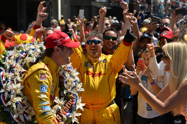 Indy 500 winner Ryan Hunter-Reay (USA) Andretti Autosport celebrates with his wife Beccy Gordon Hunter-Reay (USA) in victory lane. Verizon IndyCar Series, Rd4, Indianapolis 500, Indianapolis, USA, Sunday 25 May 2014.