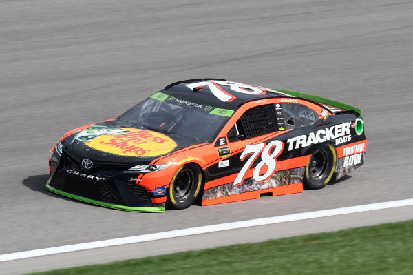 Monster Energy NASCAR Cup Series Hollywood Casino 400 Kansas Speedway, Kansas City, KS USA Friday 20 October 2017 Martin Truex Jr, Furniture Row Racing, Bass Pro Shops / Tracker Boats Toyota Camry World Copyright: John K Harrelson LAT Images