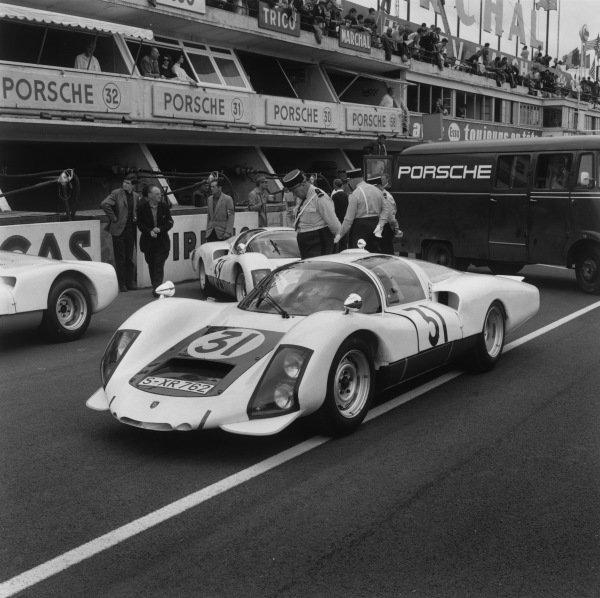 Le Mans, France. 18 - 19 June 1966.Hans Herrmann/Herbert Linge (Porsche 906 Carrera), 5th position, pit lane, action. World Copyright: LAT Photographic.Ref: 35120.