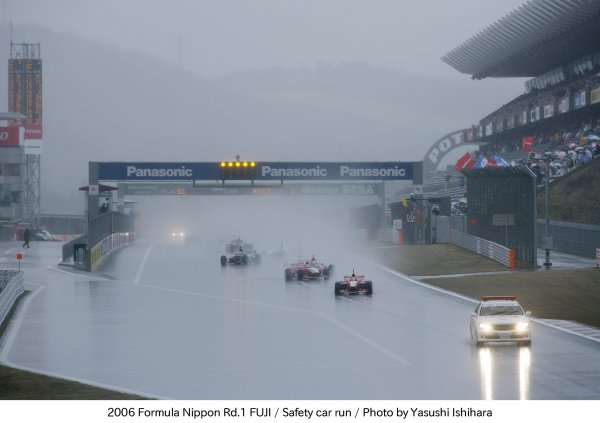 2006 Formula Nippon ChampionshipFuji Speedway.2nd April 2006The saftey car leads the field around. Action. World Copyright: Yasushi Ishihara/LAT Photographicref: Digital Image Only.