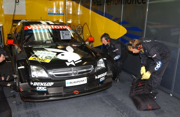2005 DTM ChampionshipLausitz, Germany. 17th - 18th September 2005Laurent Aiello (Opel Vectra GTS V8), pitscene.World Copyright: Andre Irlmeier / LAT Photographicref: Digital Image Only