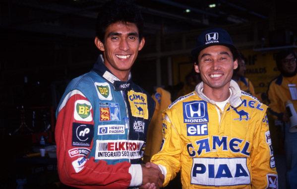 (L to R): Aguri Suzuki (JPN) Lola and Satoru Nakajima (JPN) Lotus shake hands ahead of their home Grand Prix. Formula One World Championship, Rd15, Japanese Grand Prix, Suzuka, Japan, 30 October 1988.