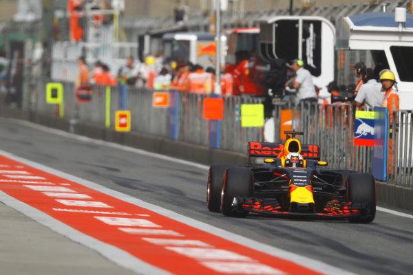 Shanghai International Circuit, Shanghai, China.  Saturday 08 April 2017. Daniel Ricciardo, Red Bull Racing RB13 TAG Heuer. World Copyright: Steven Tee/LAT Images ref: Digital Image _O3I4712