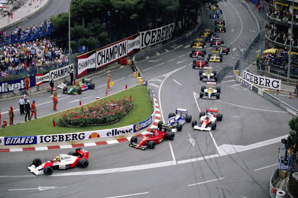 Ayrton Senna, McLaren MP4-5B Honda leads from Alain Prost, Ferrari 641/2, Jean Alesi, Tyrrell 019 Ford, and Gerhard Berger, McLaren MP4-5B Honda, at the start.