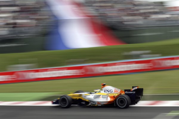 2007 French Grand Prix - Friday PracticeCircuit de Nevers Magny Cours, Nevers, France.29th June 2007.Giancarlo Fisichella, Renault R27. Action. World Copyright: Steven Tee/LAT Photographicref: Digital Image YY2Z4276