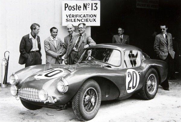"1954 Le Mans 24 hours.Le Mans, France. 12-13 June 1954.Peter Collins/""B Bira"" (Aston Martin DB3S).Ref-4585B/32World Copyright - LAT Photographic"
