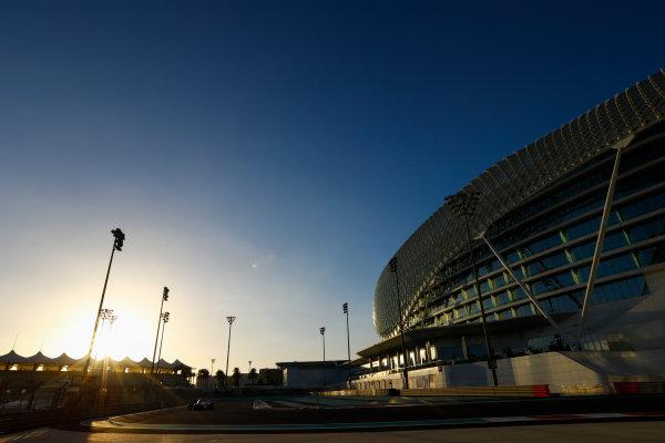 Yas Marina Circuit, Abu Dhabi, United Arab Emirates. Wednesday 29 November 2017. Robert Kubica, Williams FW40 Mercedes.  World Copyright: Joe Portlock/LAT Images  ref: Digital Image _R3I6040